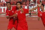 Para pemain Persis Solo merayakan gol yang diciptakan Ferry Anto (17) saat kesebelasan kebanggaan warga Soloraya itu berlaga melawan Persitema Temanggung sebagai bagian dari kompetisi Divisi Utama Liga Indonesia. Pertandingan yang digelar di Stadion Manahan, Solo, Jawa Tengah, Rabu (4/6/2014) itu dimenangkan Persis dengan skor 2-0. (Ardiansyah Indra Kumala/JIBI/Solopos)