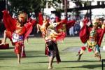 Penampilan penari dari Sanggar tari Suryo Sumirat yang membawakan tarian Jatayu di Halaman Balai Kota Solo, Minggu (1/6/2014). Tarian tersebut ditampilkan untuk memeriahkan upacara peringatan Hari Lahir Pancasila yang dihadiri Sejumlah PNS dilingkungan Pemerintah Kota Solo, anggota TNI, Polri, Pelajar dan Ormas. ( JIBI/Solopos/Ardiansyah Indra Kumala)