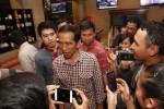 Capres Joko Widodo ditemui wartawan seusai makan malam di Diamond cafe Solo, Jumat (6/6/2014). Kegiatan tersebut terkait silaturahmi Jokowi dengan pengasuh pondok pesantren alqurani Mangkuyudan Solo, Gus Karim. (JIBI/Solopos/Ardiansyah Indra Kumala)