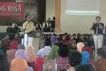 Budayawan Setiawan Djodi (berdiri kiri) Universitas Veteran (Univet) Bangun Nusantara, Sukoharjo di auditorium setempat, Rabu (25/6). (JIBI/Solopos/Iskandar)