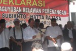 Mantan Wakil Bupati Wonogiri, Y Sumarmo (depan, pegang kertas) bersama pensiunan PNS dan Dewan Wonogiri mendeklarasikan diri menjadi relawean pendukung Capres-Cawapres, Prabowo-Hatta di Jalan A Yani, Wonokarto, Wonogiri, Senin (2/6/2014). (JIBI/Solopos/Trianto Hery Suryono)