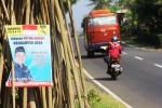 Poster Subardi untuk maju sebagai calon Bupati Gunungkidul di Jalan Karangmojo-Wonosari. (David Kurniawan/JIBI/Harian Jogja)