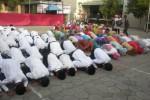 Sekitar 180 siswa SMP Muhammadiyah 5 Solo melakukan sujud syukur di halaman sekolahnya, Sabtu (14/6/2014). Hal itu dilakukan sebagai bentuk rasa syukur atas kelulusan yang diperolehnya dari Ujian Nasional (UN) yang telah dijalaninya. (Bayu Jatmiko Adi/JIBI/Solopos)