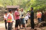 Penilai dari Unesco Kristin Rangnes saat mendapatkan pemaparan dari pengelola wisata Gua Pindul, Senin (7/7/2014). (David Kurniawan/JIBI/Harian Jogja)