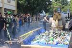 Pemusnahan barang bukti di halaman Pemda Gunungkidul, Senin (21/7/2014). (Khusnul Isti Qomah/JIBI/Harian Jogja)