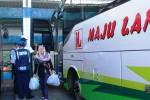 Suasana Terminal Dhaksinarga jelang lebaran 2014. Dishubkominfo Gunungkidul membuat kebijakan untuk mewajibkan tiap bus AKAP masuk ke terminal. Namun, mayoritas bus masih enggan menurunkan penumpang di terminal. (David Kurniawan/JIBI/Harian Jogja)