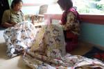 Salah satu proses pembuatan batik sinom parijotho salak di Dusun Plapangan, Pandowoharjo, Sleman. (Rima Sekarani/JIBI/Harian Jogja)