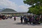 Para pemudik menunggu kedatangan bus jurusan Wonogiri-Jakarta di Terminal Krisak, Kecamatan Selogiri, Rabu (30/7/2014). (Bony EW/JIBI/Solopos)