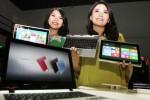 Dua orang sales promotion girl (SPG) memperlihatkan Acer Aspire Switch 10 di sela-sela peluncurannya di Jakarta, Senin (14/7/2014). Aspire Switch 10 merupakan notebook 2- in-1 yang mengkombinasikan notebook dan tablet dalam satu perangkat elektronik yang fleksibel. Peranti elektronik terbaru itu dipasarkan dengan harga Rp6.199.000. (Rahmatullah/JIBI/Bisnis)
