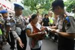 RAMADAN 2014 : Polresta Solo Bagikan Zakat Fitrah Berwujud Uang