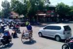 Kendaraan memadati simpang empat Gemolong, Rabu (30/7/2014) siang. Kondisi arus lalu lintas di ruas jalur tersebut padat merayap dari berbagai arah sejak Selasa (29/7/2014). (Taufiq Sidik Prakoso/JIBI/Solopos)