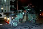 Pasukan Kopassus dengan kendaraan tempur yang dilengkapi senapan mesin melintas di Jl Slamet Riyadi, Solo, Jawa Tengah Senin (7/7/2014) malam. Tentara dengan kendaraan tempur itu berpatroli bersama personel gabungan TNI dan Polri di jalan-jalan utama Kota Solo dalam rangka pengamanan menjelang pemungutan suara Pemilihan Umum Presiden dan Wakil Presiden (Pilpres) 2014 yang pencoblosannya dijadwalkan berlangsung Rabu (9/9/2014). (Sunaryo Haryo Bayu/JIBI/Solopos)