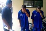 Kasatreskrim Polres Boyolali, AKP Parwanto, menginterogasi dua tersangka pencuri sepeda motor di wilayah Kecamatan Nogosari, Kamis (24/7/2014). (Septhia Ryanthie/JIBI/Solopos)