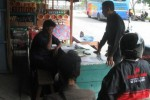 Calon penumpang bus antarkota antar provinsi (AKAP) mendatangi agen-agen bus untuk memesan tiket balik di Terminal Krisak, Selogiri, Wonogiri, Jawa Tengah, Rabu (30/7/2014). (Trianto hery Suryono/JIBI/Solopos)