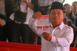 Calon presiden pasangan nomor urut satu Prabowo Subianto menggunakan hak pilihnya di Tempat Pemungutan Suara (TPS) 02, Desa Bojong Koneng, Hambalang, Bogor, Jawa Barat, Rabu (9/7/2014). Warga Negara Indonesia yang mempunyai hak pilih mengikuti Pemilu Presiden Tahun 2014 tanggal 9 Juli di seluruh penjuru Tanah Air. (Nurul HIdayat/JIBI/Bisnis)