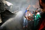 Warga Gaza mengusung jasad korban serangan udara Israel, Kamis (31/7/2014). (JIBI/Solopos/Reuters/Mohammed Salem)