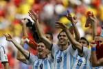Para pemain Argentina merayakan kemenangan mereka atas Belgia. (JIBI/Rtr/Dominic Ebenbichler)