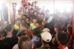 Suasana  demo menuntut Kepala Dusun Dondong Sukamto untuk mengundurkan diri  di Balai Desa Jetis, Kecamatan Saptosari, Kamis (17/7/2014). (David Kurniawan/JIBI/Harian Jogja)
