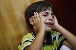 Bocah warga Palestina, Huseen Awad, menangisi kematian ayahnya saat upacara pemakaman di Jalur Gaza, Minggu (11/8/2014) (JIBI/Solopos/Reuters/Suhaib Salem)