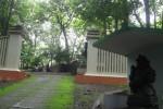 Pintu gerbang makam dan petilasan Sunan Giri yang berada di Gunung Giri, Dusun Seneng, Kelurahan Giriwono, Kompleks Alas Kethu, Kecamatan Wonogiri. Foto diambil Sabtu (26/7/2014).(JIBI/Solopos/Trianto Hery Suryono)
