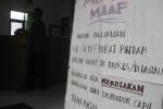 Seorang warga datang ke loket pelayanan KTP, KK dan surat-surat lain di Kantor Kecamatan Wonogiri menanyakan kepastian kapan KTP miliknya bisa diambil setelah jaringan rusak selama lima hari. Foto diambil, Jumat (4/7/2014). (JIBI/Solopos/Trianto Hery Suryono)