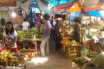Para pembeli menyerbu Pasar Kota Wonogiri pada H-1 Lebaran atau Minggu (27/7/2014). Mereka membeli berbagai keperluan untuk merayakan hari Lebaran.(JIBI/Solopos/Ivan Andimuhtarom)