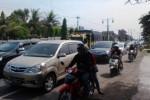 Penumpukan kendaraan terjadi di jalan Solo-Jogja wilayah Tegalgondo, Wonosari, Klaten, Kamis (31/7/2014). Kepadatan lalu lintas di jalur tersebut mulai terlihat pada H+2 Lebaran. (Chrisna Canis Cara/JIBI/Solopos)