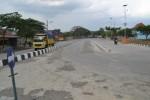 Pengendara sepeda motor melintas di sekitar Terminal Krisak, Kecamatan Selogiri, Rabu (23/7/2014). Terminal tipe A tersebut dipastikan diuji coba saat arus mudik Lebaran.(JIBI/Solopos/Bony Eko Wicaksono)