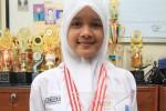 Rodiyah, siswa SMA Luar Biasa Yayasan Rehabilitas Tuna Rungu Wicara (YRTRW) yang meraih juara tiga Nasional pada bulan Juni 2014 lalu, saat mengikuti lomba merias wajah dan kuku tingkat SMA luar biasa, Gumunggung, Gilingan, Banjarsari, Solo, Selasa (5/8).