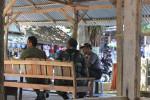 Kapolsek Karangmojo, Kompol Saman bersama anggota Koramil dan Satpol PP tampak besiaga di Gua Pindul, Minggu (10/8/2014). (Kusnul Isti Qomah/JIBI/Harian Jogja)
