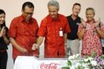 Gubernur Jawa Tengah, Ganjar Pranowo, menandatangani prasasti atas diresmikannya Regional Distribution Centre Coca-Cola di Kabupaten Semarang, Rabu (27/8/2014). (JIBI/Solopos/Istimewa)