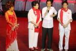 Calon presiden terpilih Joko Widodo alias Jokowi (kedua dari kanan) dengan didampingi artis Sys NS (kanan), Titiek Puspa (kedua dari kiri), dan Dorce Gamalama memberikan sambutan pada acara Doa Jokowi untuk Negeri di Taman Ismail Marzuki, Jakarta, Minggu (24/8/2014) malam. Acara yang digelar dalam rangka memperingati HUT ke-69 Republik Indonesia tersebut juga dihadiri para sukarelawan pendukung Jokowi-JK dalam Pilpres 2014 dan pemuka agama. (Abdullah Azzam/JIBI/Bisnis)