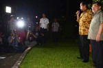 Calon presiden dan calon wakil presiden terpilih Joko widodo dan Jusuf Kalla (Jokowi-JK) memberikan keterangan pers di kediaman Jokowi, Jakarta, Kamis (22/8/2014). Pernyataan itu disampaikan seusai pembacaan putusan sengketa Pemilihan Umum Presiden dan Wakil Presiden (Pilpres) 2014 oleh Mahkamah Konstitusi (MK), Kamis malam. (Rahmatullah/JIBI/Bisnis)