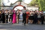 Sejumlah perempuan polisi—yang oleh kesatuannya kerap salah kaprah disebut polisi wanita alias polwan—memperagakan seragam kedinasan harian maupun nonharian di Plaza Sriwedari, Solo, Minggu (31/8/2014). Para perempuan polisi yang bertugas di Polresta Solo itu menggelar peragaan busana di hadapan publik Solo sebagai bagian dari peringatan hari ulang tahun (HUT) ke-66 Polwan. (Ardiansyah Indra Kumala/JIBI/Solopos)