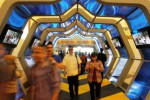 Warga memadati Indonesia Banking Expo (Ibex) 2014 di Jakarta, Kamis (28/8/2014). Pameran yang digelar dari 28-30 Agustus 2014 ini bertujuan untuk ajang pertukaran ide antara masyarakat dan pelaku industri perbankan dalam mendukung industri yang dapat menjadi substansi produk-produk impor dalam menghadapi Masyarakat Ekonomi ASEAN (MEA) 2015. (Nurul Hidayat/JIBI/Bisnis)