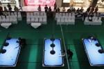 Pebiliard berusaha memasukkan bola saat mengikuti 2014 Mezz 10 Ball Asian Tour Indonesia Leg di Solo Paragon Lifestyle Mall, Solo, Selasa (26/8). Kejuaraan biliard tingkat Asia tersebut berhadiah total USS 8600 atau sekitar Rp 100 juta. (Septian Ade Mahendra/JIBI/Solopos)