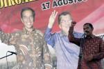 Wali Kota Solo F.X. Hadi Rudyatmo memberikan sambutan saat merayakan HUT ke-69 RI sekaligus dukungan kepada kepemimpinan nasional hasil Pilpres 2014 di Pasar Legi, Solo, Minggu (31/8/2014). Dalam kesempataan tersebut warga pasar menginginkan Wali Kota Solo, F.X. Hadi Rudyatmo untuk mencalonkan kembali menjadi Wali Kota pada Pilkada Solo 2015.(Ardiansyah Indra Kumala/JIBI/Solopos)