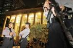 Pagar betis polisi di Gedung Mahkamah Konstitusi (MK), Rabu (20/8/2014) malam. (Nurul Hidayat/JIBI/Bisnis)