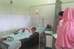 Ratmi, gelandangan yang ditemukan warga di depan SPBU Sapen, Jaten, Karanganyar, Senin (11/8/2014) lalu tengah tertidur di ranjang RSUD Kartini Karanganyar. Lantaran ditemukan dalam kondisi lemas, ia dirawat insentif. (Maryana Ricky/JIBI/Solopos)