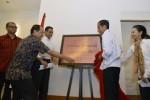 Calon presiden terpilih Joko Widodo (kedua dari kanan) didampingi Kepala Staf Kantor Transisi Jokowi-JK, Rini Soewandi (kanan), dan tiga orang deputi kepala staf, Anies Baswedan (ketiga dari kiri), Akbar Faisal (kedua dari kiri), dan Andi Wijayanto (kiri) meresmikan pembukaan Kantor Transisi Jokowi-JK di Jl Situbondo No. 10, Menteng, Jakarta Pusat, Senin (4/8/2014). Kantor transisi tersebut akan menjadi tempat untuk mempersiapkan jalannya pemerintahan transisi dari pemerintahan Presiden SBY hingga pelantikan presiden tanggal 20 Oktober 2014, termasuk membahas pembentukan kabinet dan APBN 2015. (JIBI/Solopos/Antara/Widodo S. Jusuf)