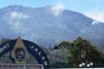 Kaki Terkilir, Pendaki Asal Sukoharjo Ditandu Turun dari Puncak Lawu