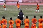 Pemain Persis Solo melakukan latihan di Stadion R. Maladi, Sriwedari, Solo, Jawa Tengah, Selasa (26/8/2014). Latihan tersebut sebagai persiapan laga tandang Persis Solo melawan PS Bangka di Bangka, Selasa (2/9/2014) mendatang. Pertandingan itu digelar dalam lanjutan Divisi Utama Liga Indonesia 2014. (Septian Ade Mahendra/JIBI/Solopos)