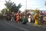 Sejumlah peserta pawai melintas di Jl. Jenderal Sudirman, Sukoharjo, Sabtu (30/8/2014). (Iskandar/JIBI/Solopos)