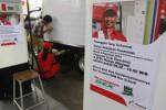 Petugas melayani pengisisan bahan bakar minyak (BBM) jenis solar bersubsidi di SPBU Cengklik, Banjarsari, Solo, Senin (4/8/2014). Sesuai kebijakan dari pemerintah, mulai 4 Agustus penjualan solar bersubsidi di SPBU hanya dilayani antara pukul 08.00 sampai 18.00 WIB. (Septian Ade Mahendra/JIBI/Solopos)