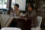 Ketua Forkom TAD Teguh Haryono (kanan) dan Direktur PPRBM Sunarman saat pembukaan work shop. JIBI/Solopos