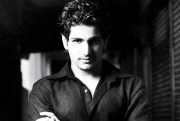 Rajat Tokas pemeran Jalal di Jodha Akbar (Onsecrethunt.com)