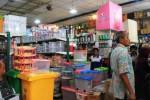 Para pengunjung di Toko Bengawan, Coyudan, Solo, Kamis (14/8/2014). (A.Nindya Paramita/JIBI/Solopos.com)