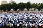 Ramai-ramai tangkap lele di Senayan, Jumat (29/8/2014). (Dwi Prasetya/JIBI/Bisnis)