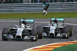 Insiden tabrakan antra Nico Reosberg dan Lewis Hamilton di sirkuit Spa, Belgia. Ist/theguardian.com