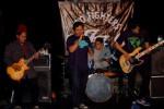 Salah satu band asal Solo, Wild, beraksi dalam konser My Hero: A Tribute to Foo Fighters di Rumah Blogger Indonesia di Jl. Apel No 3, Jajar, Solo, Sabtu (30/8/2014) malam. (Farid Syafrodi/JIBI/Solopos)